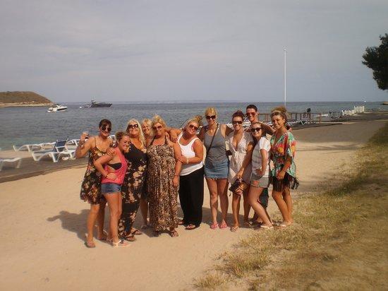 FERGUS Pax: A short walk to the beach