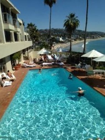 The Inn At Laguna Beach: The view directly from the patio outside our room - beautiful pool area!