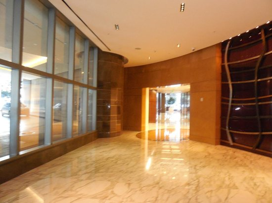 JW Marriott Marquis Miami: hall lateral do Marriott Marquis