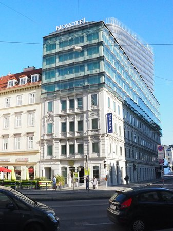 Novotel Wien City: Novotel from the street