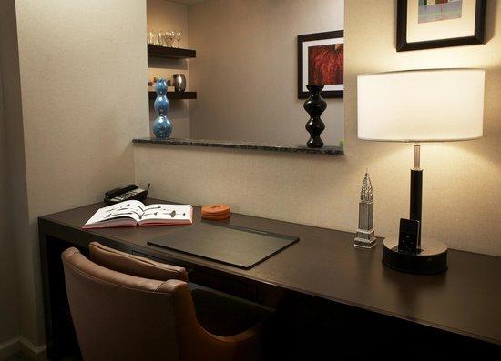 Shelburne NYC–an Affinia hotel: Desk