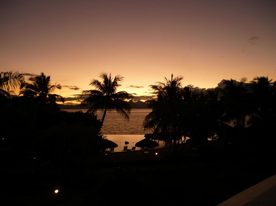 InterContinental Tahiti Resort & Spa: Sunset as viewed from our room