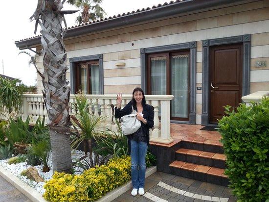 Grand Hotel Minareto: Mady devant notre bungalow