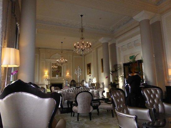 The Grosvenor Hotel: Splendid room for afternoon tea