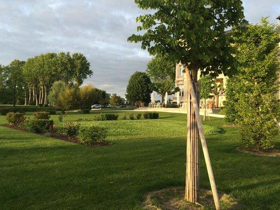 Chateau Grand Barrail: Еще территория