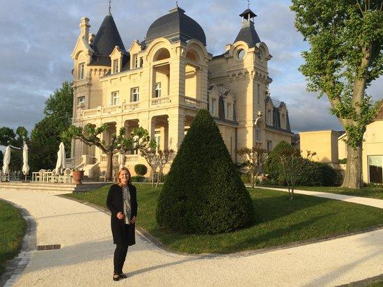 Château Hôtel Grand Barrail : Замок поближе