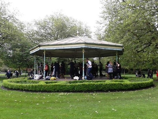 St Stephen's Green : Swing dancing in the band stand