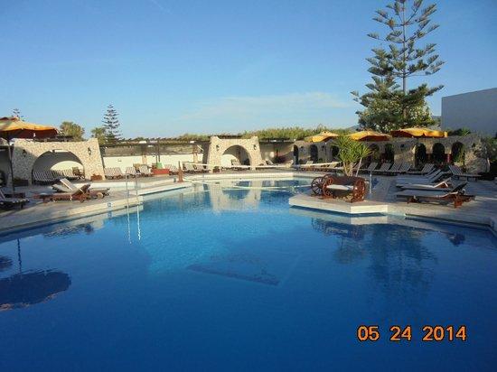 Gaia Garden: Pool area
