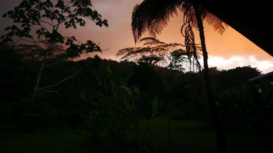 Volcano Lodge & Springs: atardecer habitación