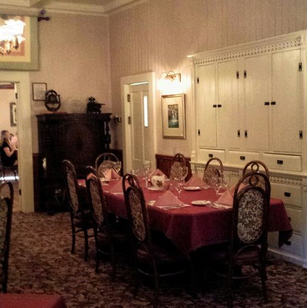 Prospect Historic Hotel-Motel and DinnerHouse: Beautiful dining room at the Prospect Motel