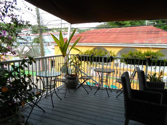 Cruz Bay Boutique Hotel: The cute terrace.