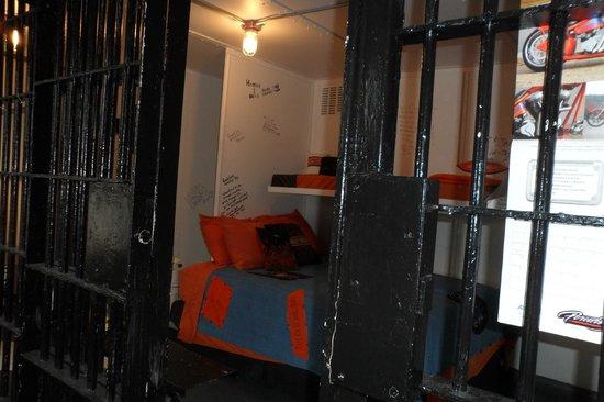 Old Jail Inn-Parke County: Harley Davidson Suite