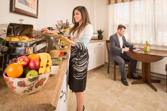 The Voyager Inn: Complimentary Full Hot Breakfast