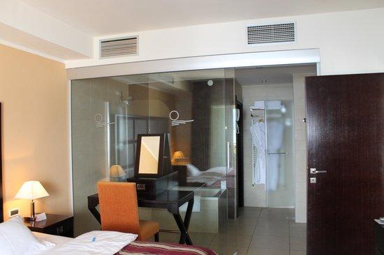Atrium Residence Baska: Bedroom Bathroom