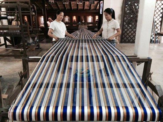 Thai Silk Village Hua-Hin: Silk weaving