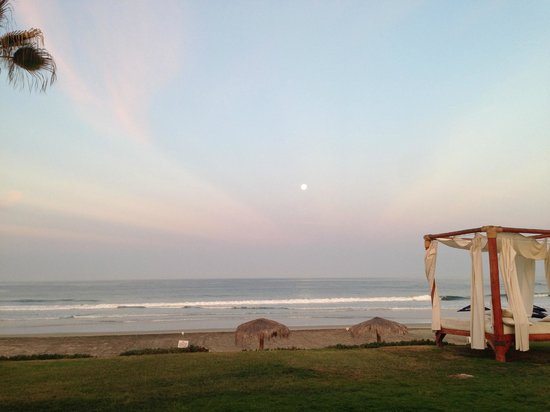 Cerritos Surf Town: During our stay we had a full moon. This is a photo at 6:30 a.m. as it began to set