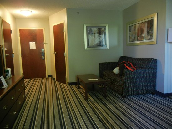 Best Western Harrisburg/Hershey Hotel: Rm 320 room with sleeper sofa