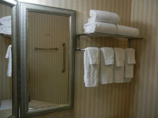 Best Western Harrisburg/Hershey Hotel: Rm 320 bathroom