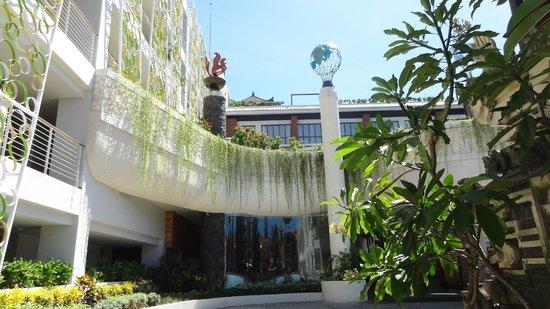 Ion Bali Benoa Hotel : Hotel Entrance