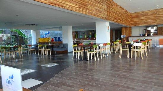 Ion Bali Benoa Hotel : Dining Area in Lobby