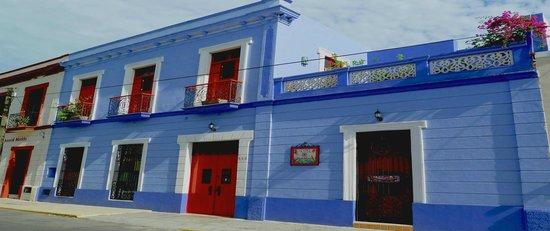 Hotel Medio Mundo : facade