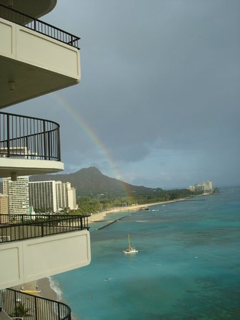 Moana Surfrider, A Westin Resort & Spa: View from the balcony. Checkout the rainbow!
