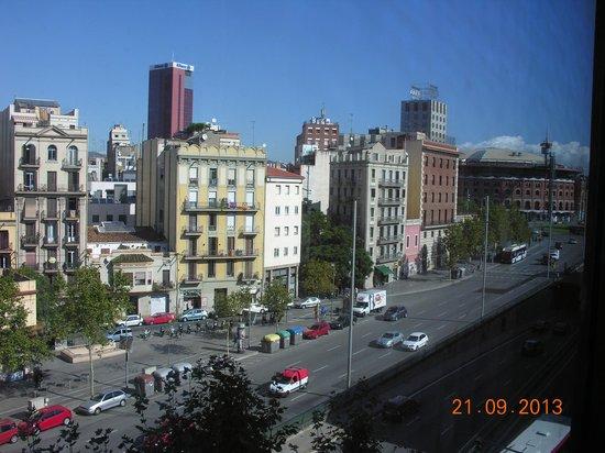 Ayre Hotel Gran Via: Из окна виден краешек площади Испании