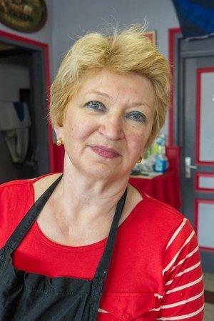 A la cantonade : la femme du patron et cuisinière de talent