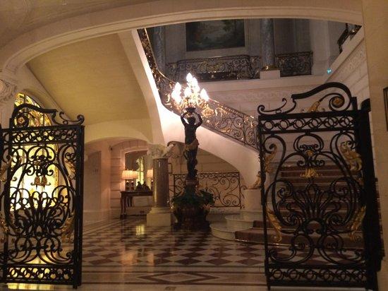 Shangri-La Hotel Paris: Лобби