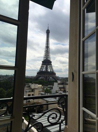 Shangri-La Hotel Paris: Вид из номера