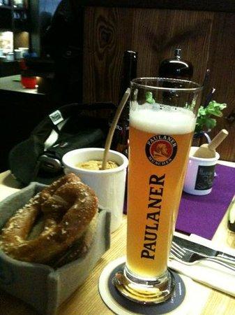 Zwickl - Gastlichkeit am Viktualienmarkt: start of a wonderful meal...