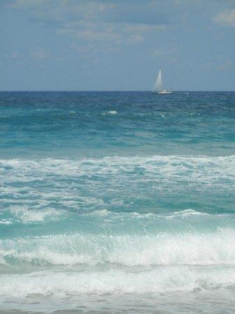Marriott's Oceana Palms: Boats sailing by