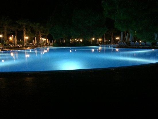 SENTIDO Sultan Beldibi : looks lovely at night
