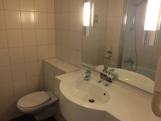 Mercure Amsterdam Airport : Bathroom
