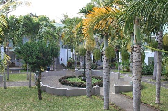 Veranda Grand Baie Hotel & Spa: Территория отеля