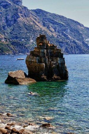 Le Agavi Hotel: Красивейшие виды во врем яспуска к морю