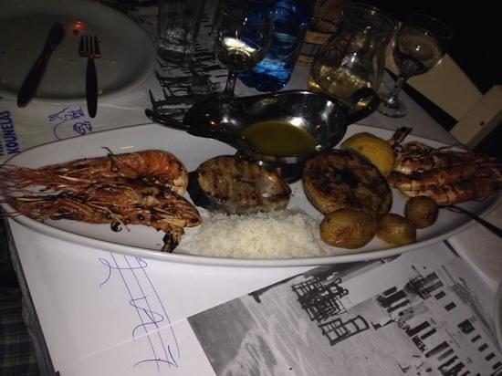 Kounelas Fish Tavern: scegli tu il pesce,tonno,spada,gamberoni.....una bonta'!!!!