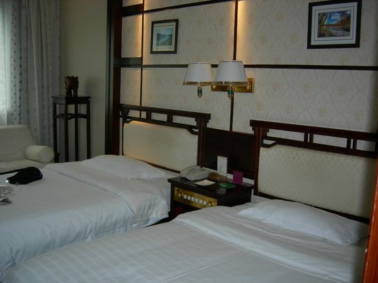 New Century Hotel: Twin beds