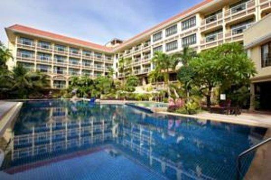 Prince D'Angkor Hotel & Spa: Har kun sat et billed ind, og det er af Hotellet med swimmingpool.