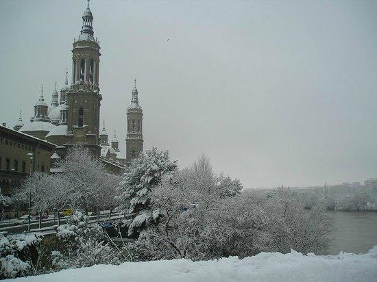 Basílica de Nuestra Señora del Pilar: Snow over the Pilar