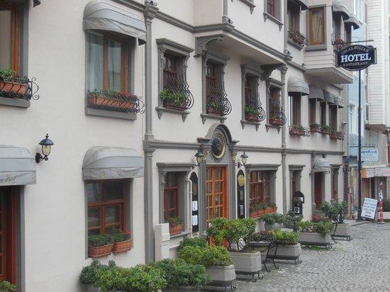 Celal Sultan Hotel: отель. вид с улицы