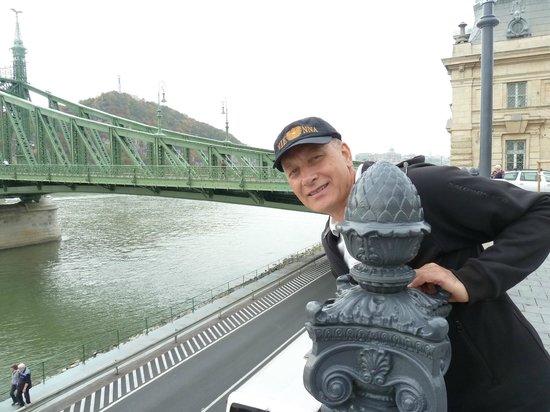 Budapest Marriott Hotel: Ponte sobre o Danúbio