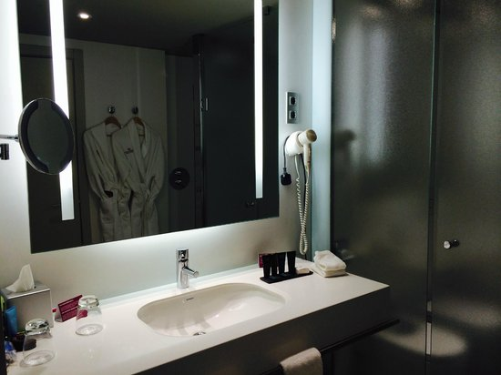 Crowne Plaza Barcelona - Fira Center: Bathroom