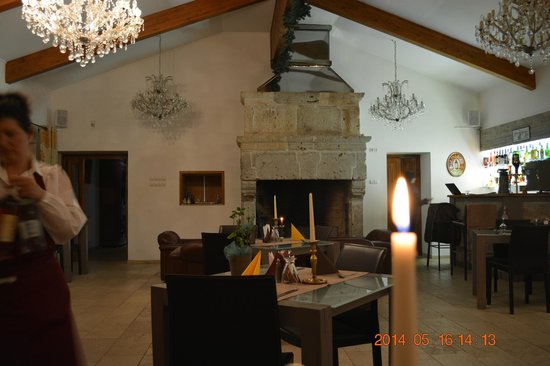 Villa Ermitage: Make sure to ask the owner about this 16th century fireplace