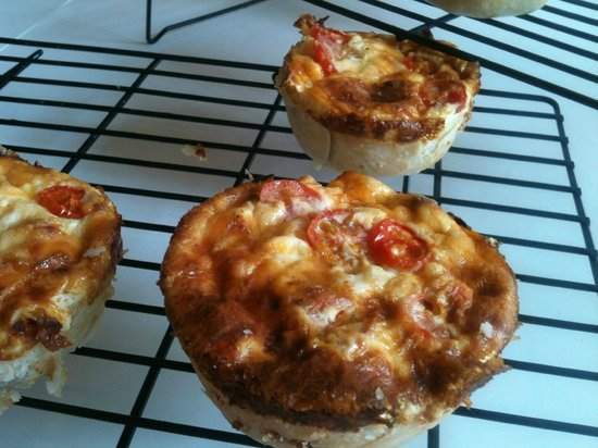 Marie and Twannette's bakery & Cafe: Mini Quiche