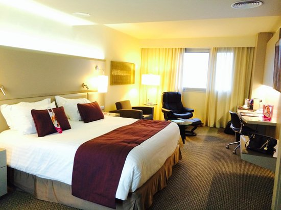 Crowne Plaza Barcelona - Fira Center : Bedroom