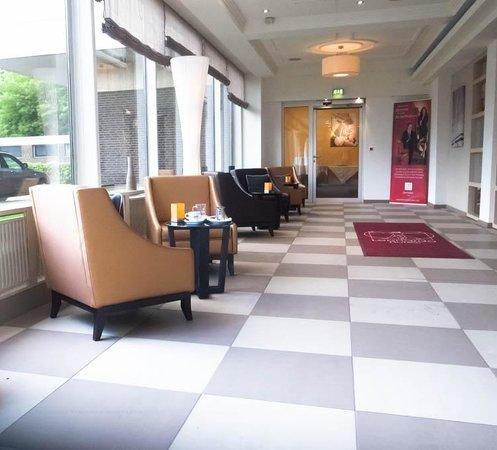 Leonardo Royal Hotel Köln - Am Stadtwald: Entrance Hall