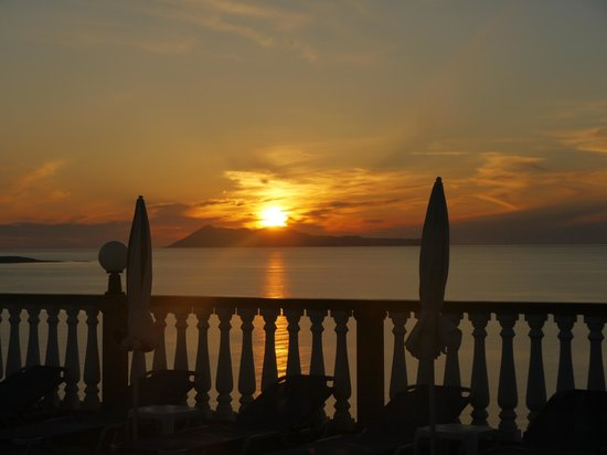 Romanza Hotel: Sunset from pool
