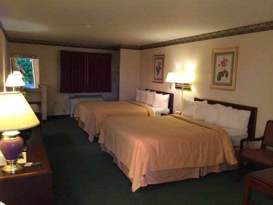 Quality Inn Breeze Manor: Spacious Room