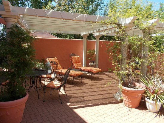 The Penrose B&B: Covered patio